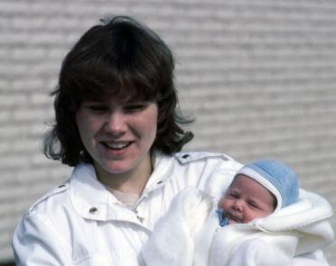 1984_06 Janeth med Caroline_rev