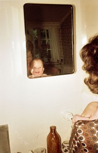Janeth ser sig själv i spegeln