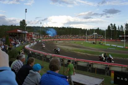 Defilering, Laguta-fans med rysk flagga av färgade lakan