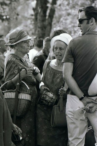 Damen till vänster är Malla, enl. gamla svärfar Ragnar från Mossängen