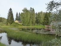 Dammen med lusthuset i bakgrunden
