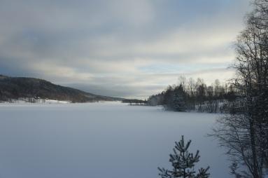 Lidsjön från Lidsbron - det har börjat mulna på :-(