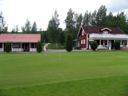 Putting green med damernas och restaurangen