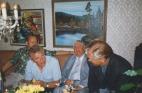 Tore och Arne i diskussion, Tage lyssnar