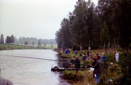 Många fiskare bara nedanför vår tomt