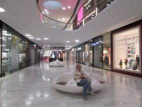 Natalia i väntan på att Sveriges största köpcenrum ska öppna