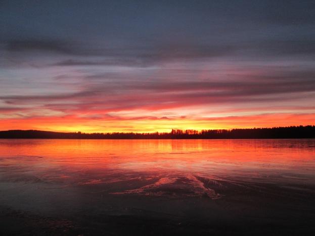 Solnedgång mot isbelagd Rådasjön