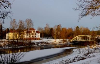 Huvudkontoret och gamla bron över Uvån