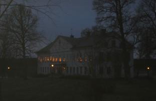 Framme vid herrgården var det i stort sett mörkt