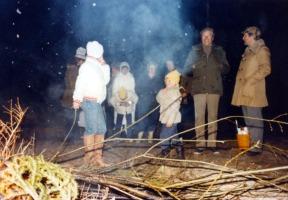 Majbrasan med Hasse och Tage plus Ingrid med Janeth och några i röken