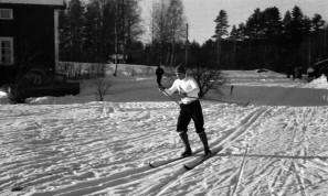 Kjell Lidh i full fart över Hyttgärdet ...